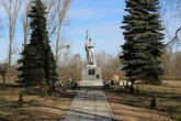 Братская могила  аг. Рудники 185